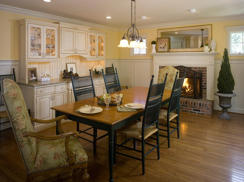 Welcoming Dining Space